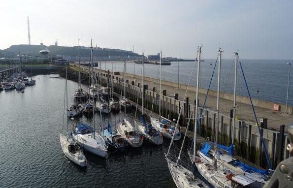 Blick vom Mast im Hafen von Helgoland