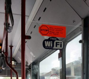 Schild im Bus nach Chania