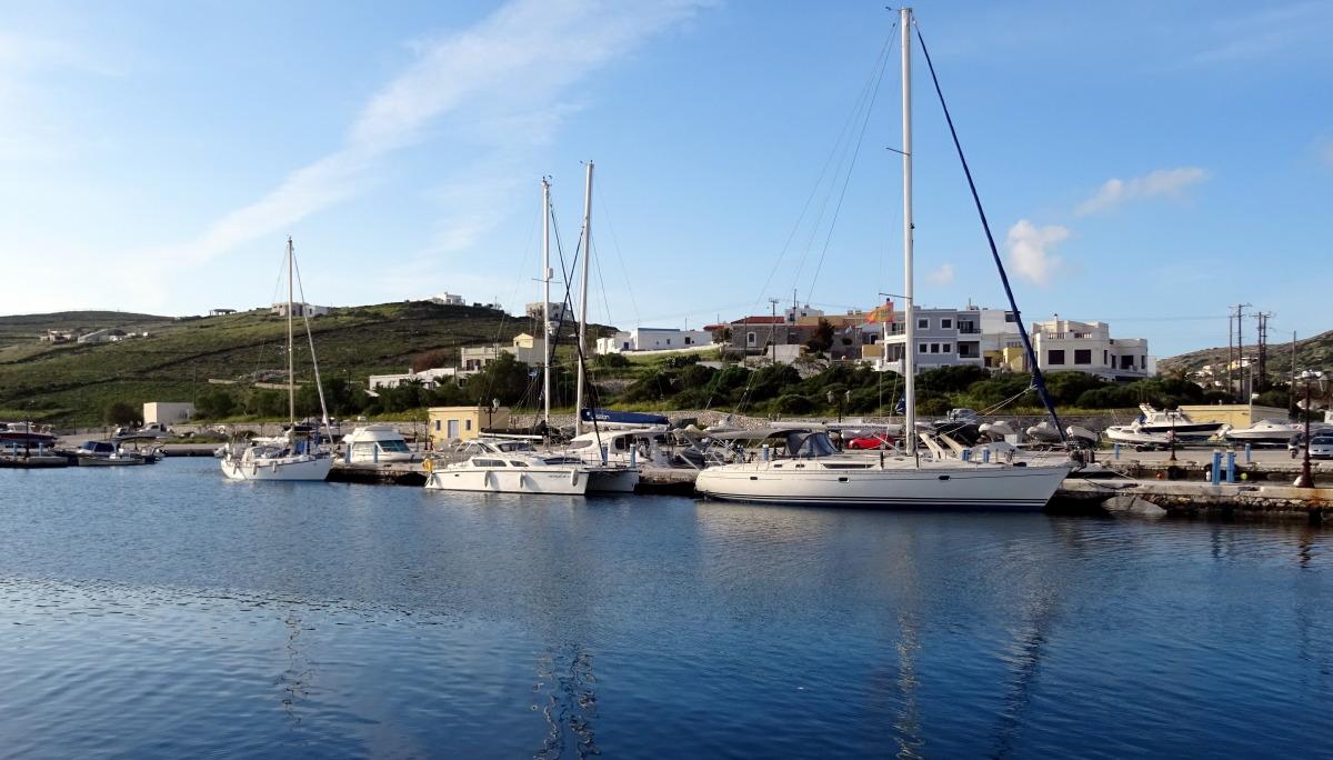 Meerkat in der Syros-Marina