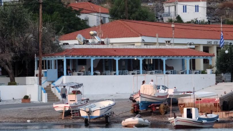 Taverne am Rande des Fischerhafens