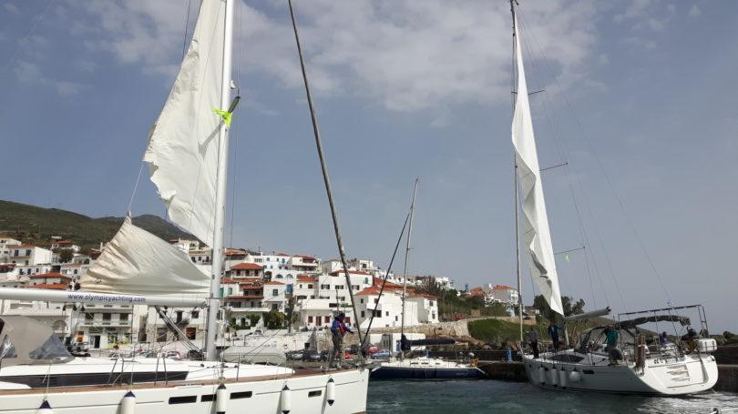 Charterboote mit defektem Rollgroß