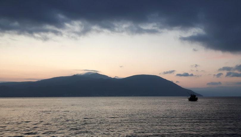 Fischerboot im Morgengrauen