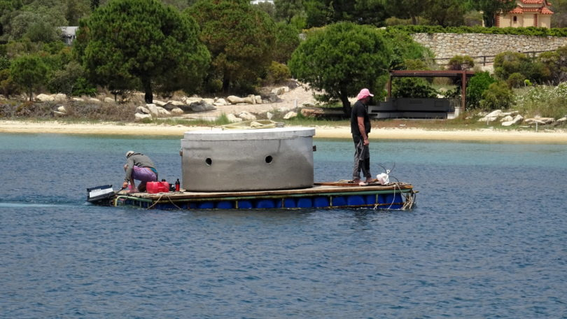 Rohrtransport mit dem Floß