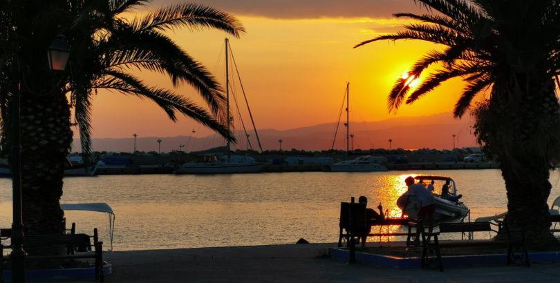 Sonnenuntergang am Hafen von Kalliráchi