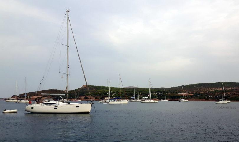 Segelboote im Órmos Sounión